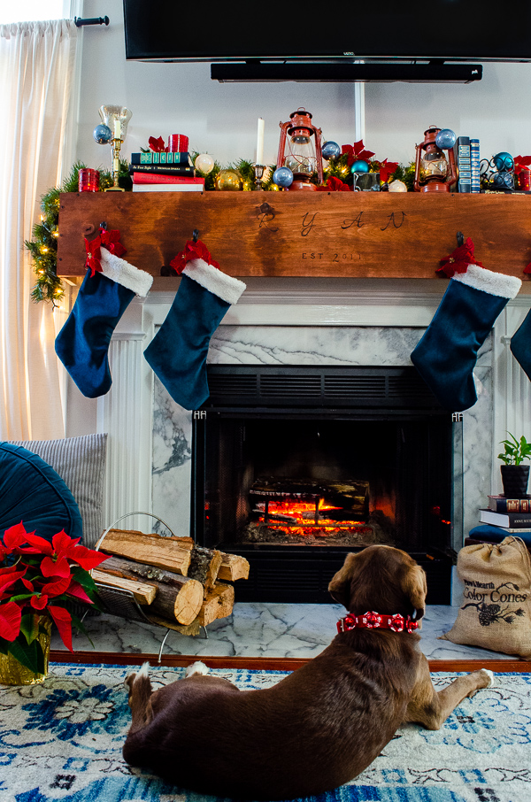 Dress your mantle up for Christmas! www.mykitchenmycraft #christmasmantle #christmas #mykitchenmycraft