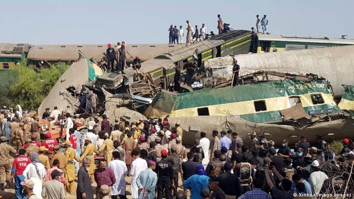 Kereta api penumpang bertembung - 36 maut