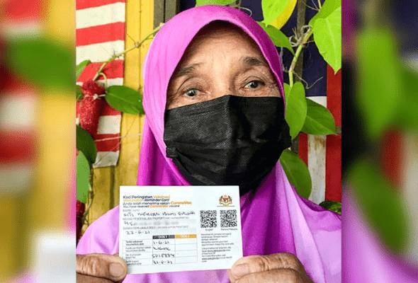 """""""Dimana Ada Kemahuan Disitu Ada Jalan"""".. Warga Emas 76 Tahun Sanggup Berjalan Kaki 3km Untuk Terima Vaksin"""