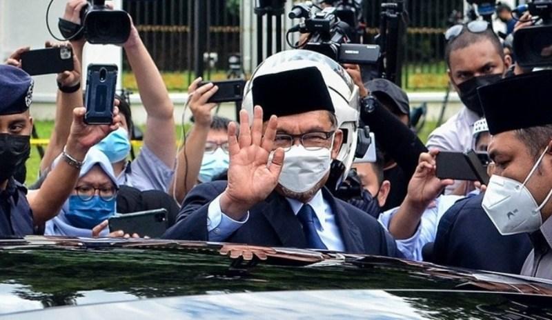 Tak bincang isu kerajaan baru pun  dengan Agong, kata Anwar