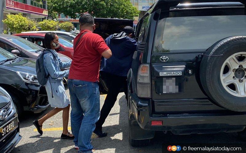 Ahli politik didakwa cabul peserta Unduk Ngadau ditahan