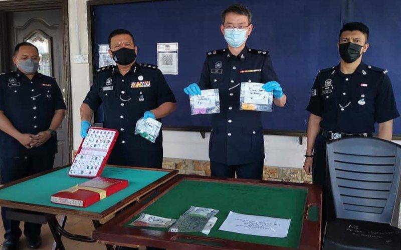 Kantoi berjudi, 3 lelaki patah tulang terjun rumah kedai