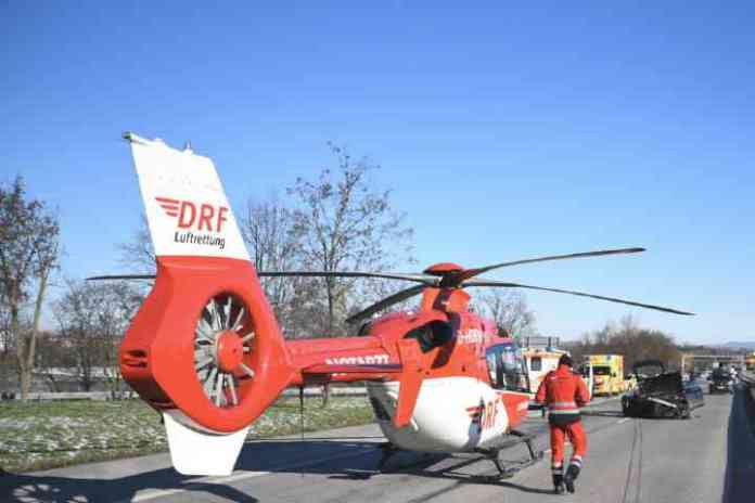 SERIOUS ACCIDENT ON THE B38: COMPLETE CLOSURE, RESCUE HELICOPTER LANDS