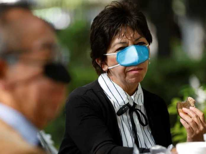 Mexicans wear a special muzzle to face Corona