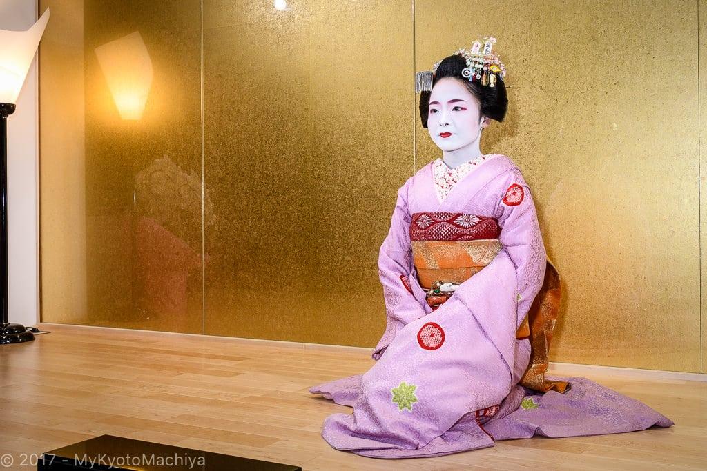 161201_Kyoto-Maiko-Theater-502340