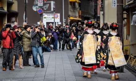 Kuromontsuki Kimonos