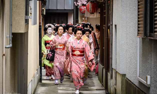 Aisatsu Mawari in Miyagawa-Cho