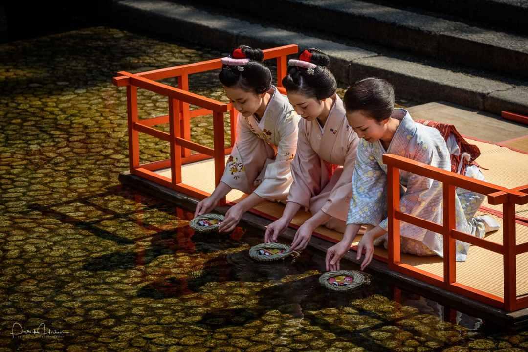 Maiko attending the Nagashi-bina ritual at Shimogamo Shrine