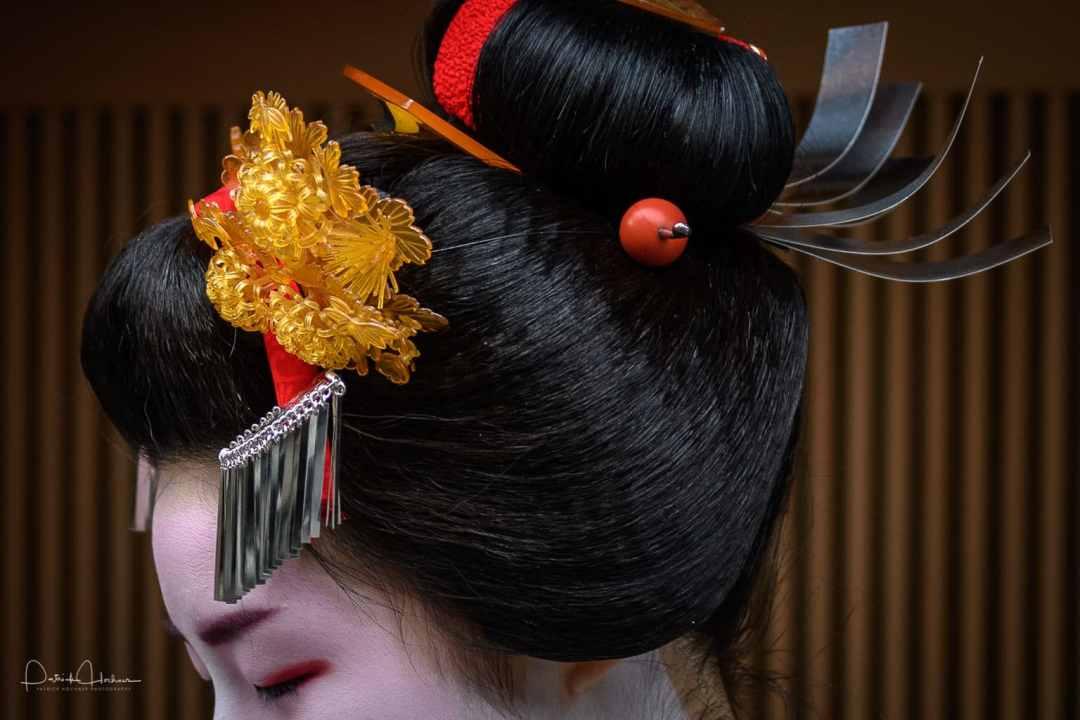 Detail of her hair ornaments, Kimimoe Misedashi