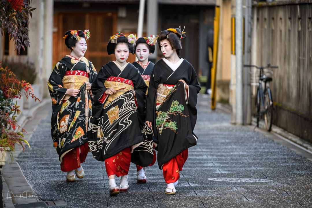 Shin Aisatsu (新挨拶) or New Year's Greeting in Kamishichiken
