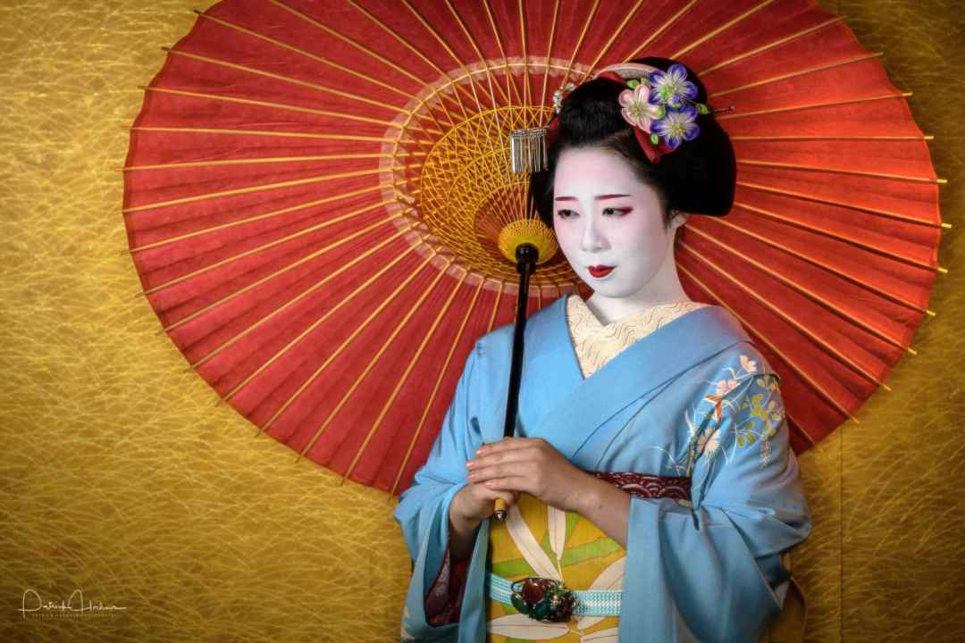 Portrait of the beautiful Maiko Kikuyae (Hanafusa Okiya) of Miyagawa-Cho