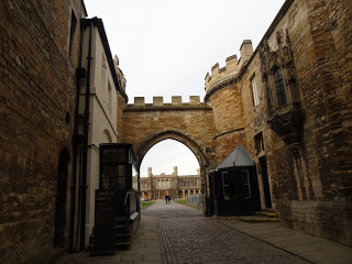 lincoln castle archway, lincoln castle, castle walls, azizes court