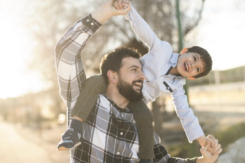 custody for unmarried parents | father and son playing