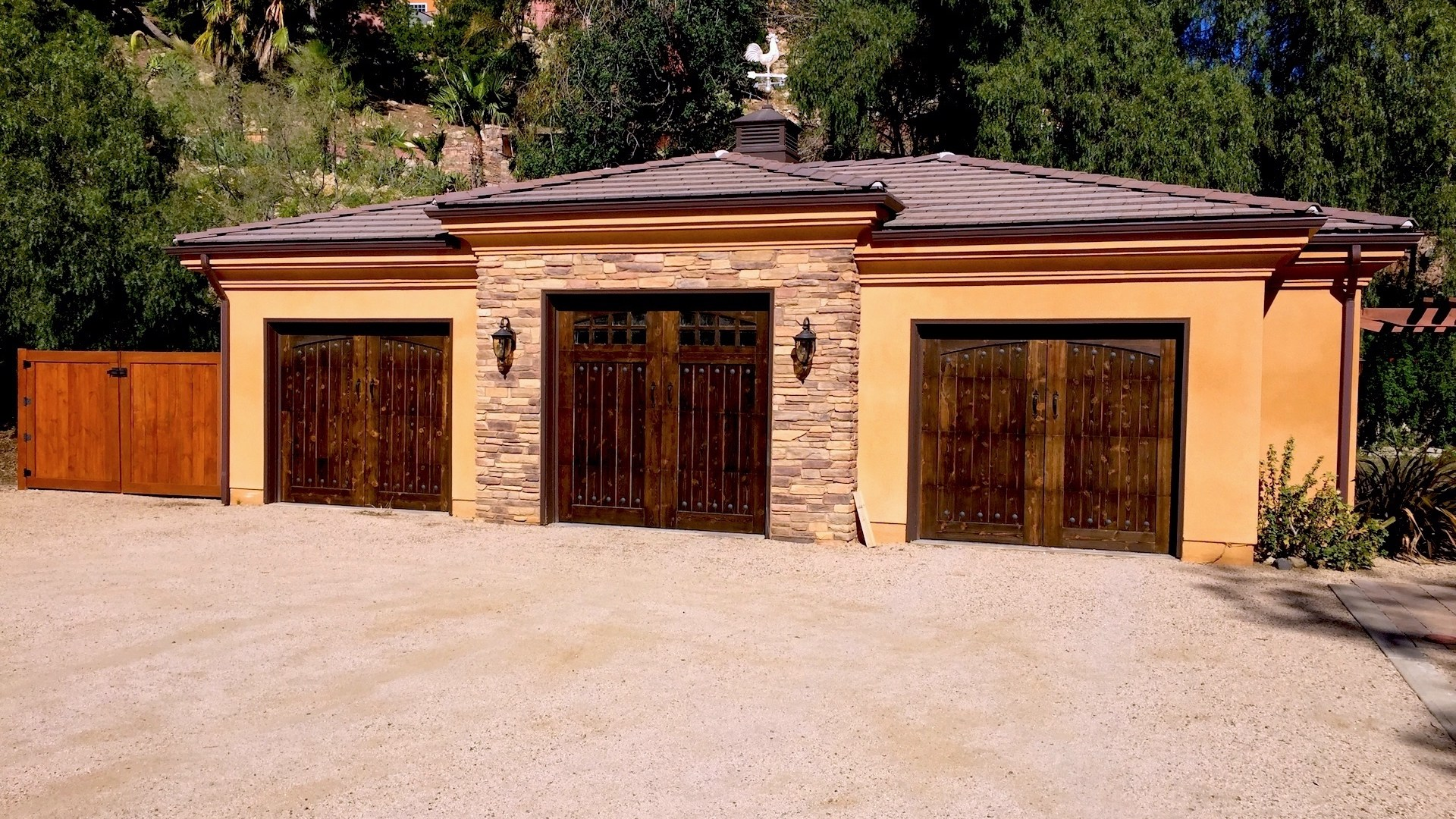 Myles Nelson McKenzie Design-Choose the right garage door for your home