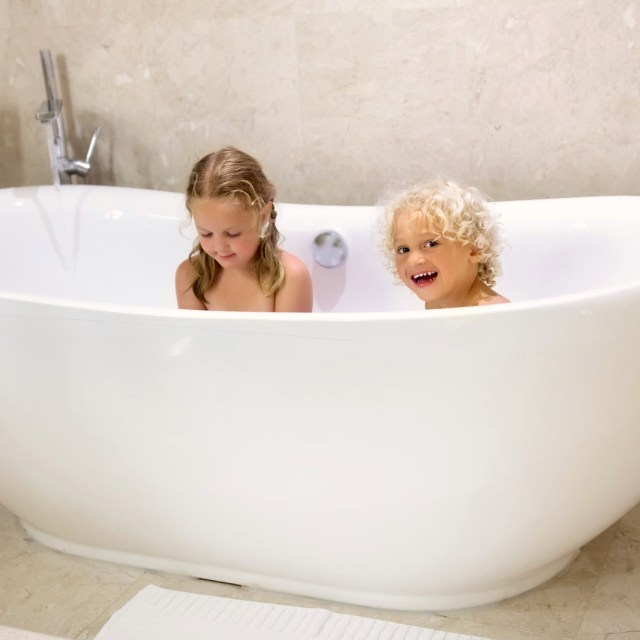 Myles Nelson McKenzie Design-Choose the right Freestanding Bathtub?