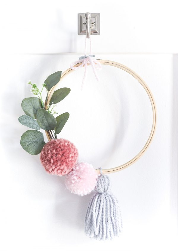 DIY wreath using an embroidery hoop #crafts