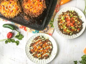 This low carb mini Mexican meatza recipe makes for a delicious lunch or dinner. Think taco meets burger meets pizza. Low carb and supertasty!