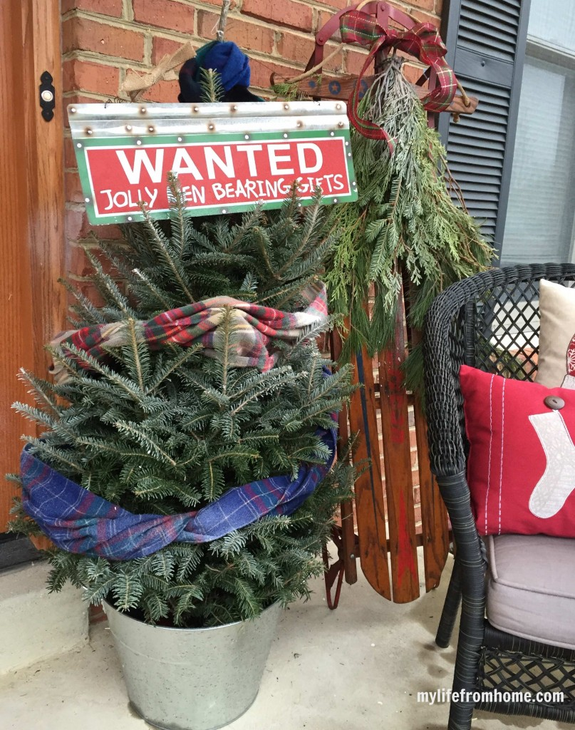 Cozy Christmas porch- home tour- home design- holiday decorating- Christmas porch- ideas for decorating your front porch