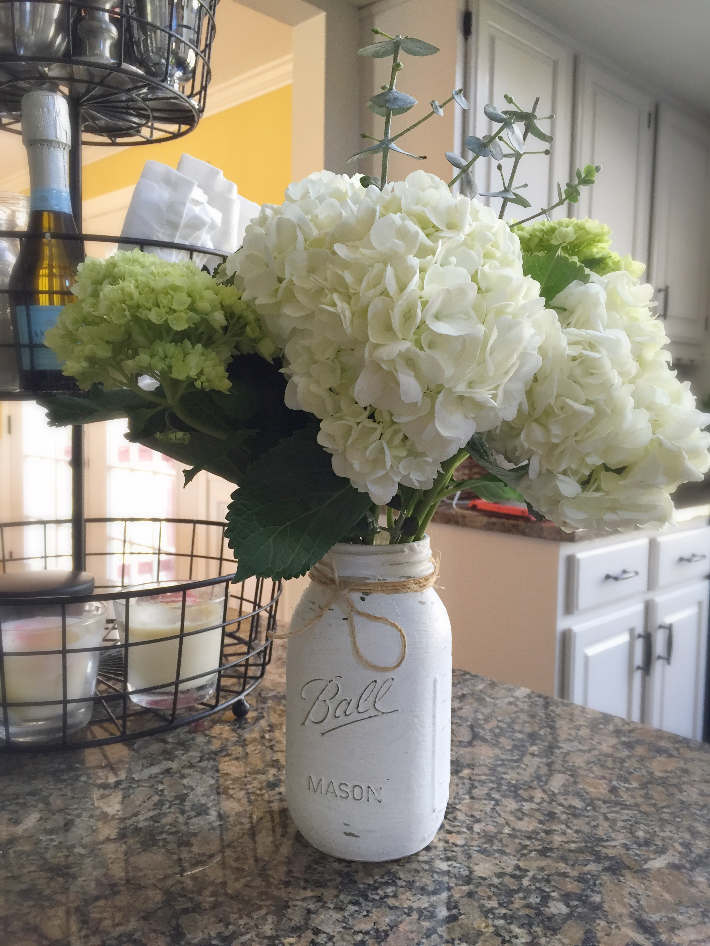 How to paint Mason jars with chalk paint by www.whitecottagehomeandliving.com
