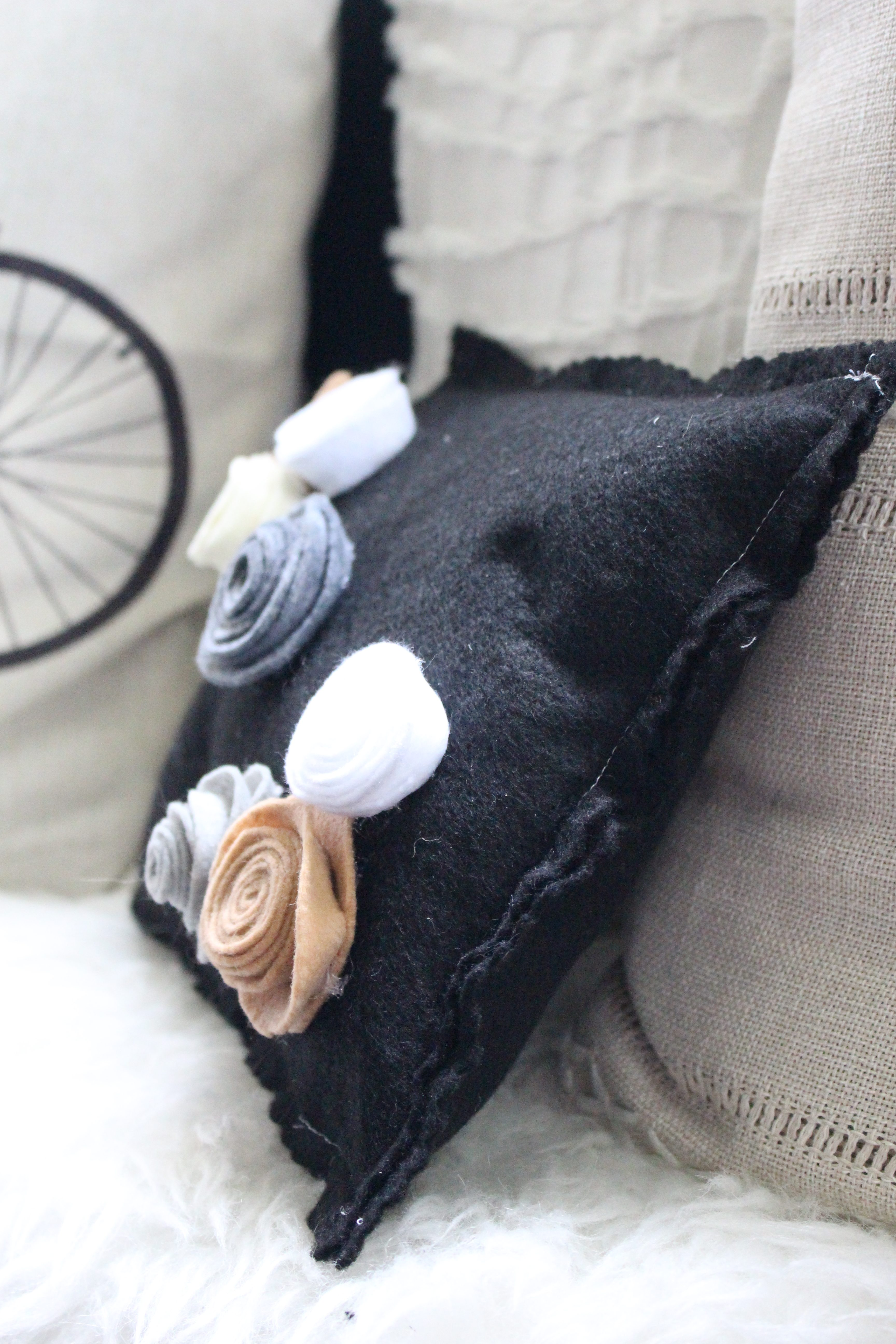 Felt flowers DIY by www.whitecottagehomeandliving.com
