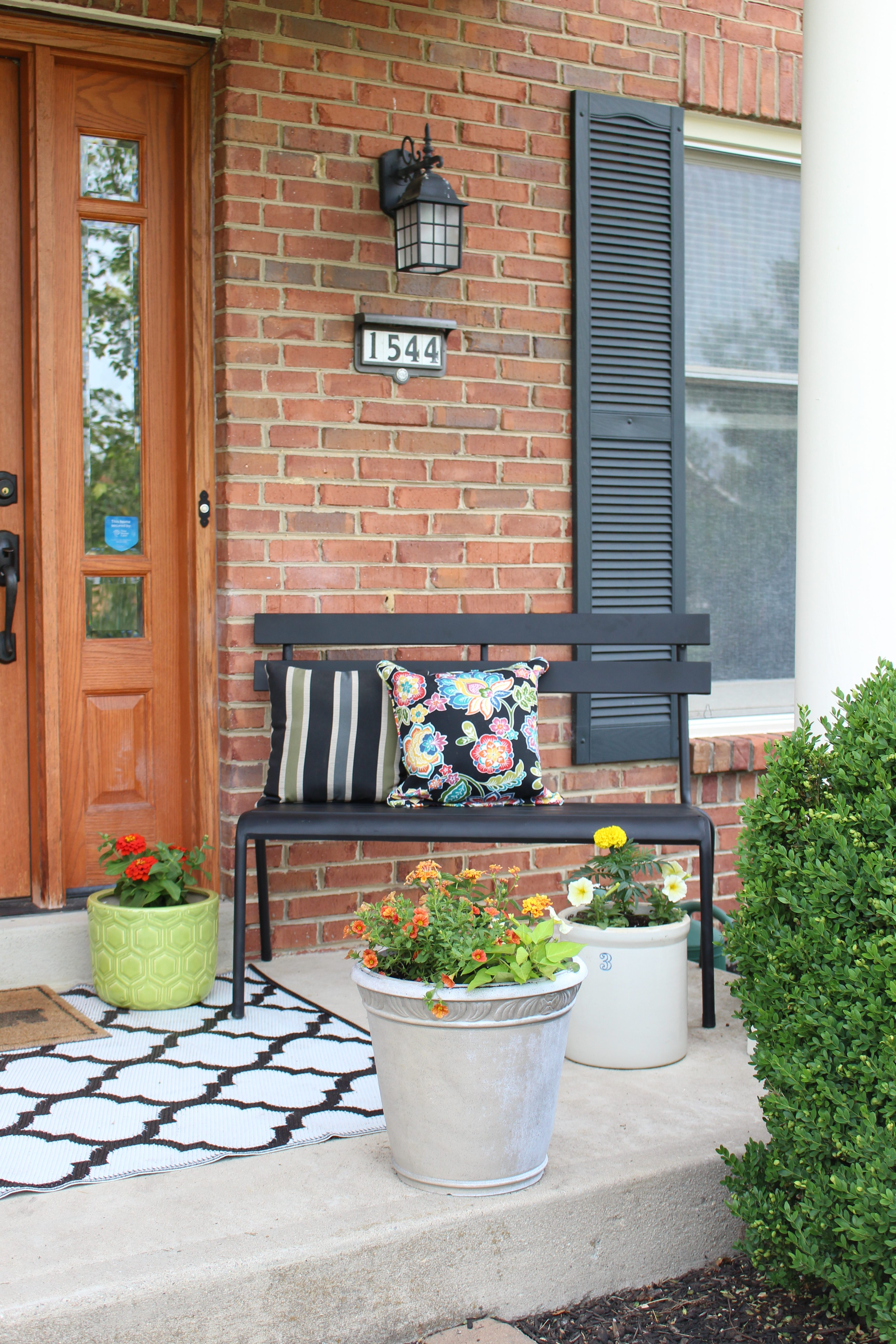 Front Porch Refresh by www.whitecottagehomeandliving.com