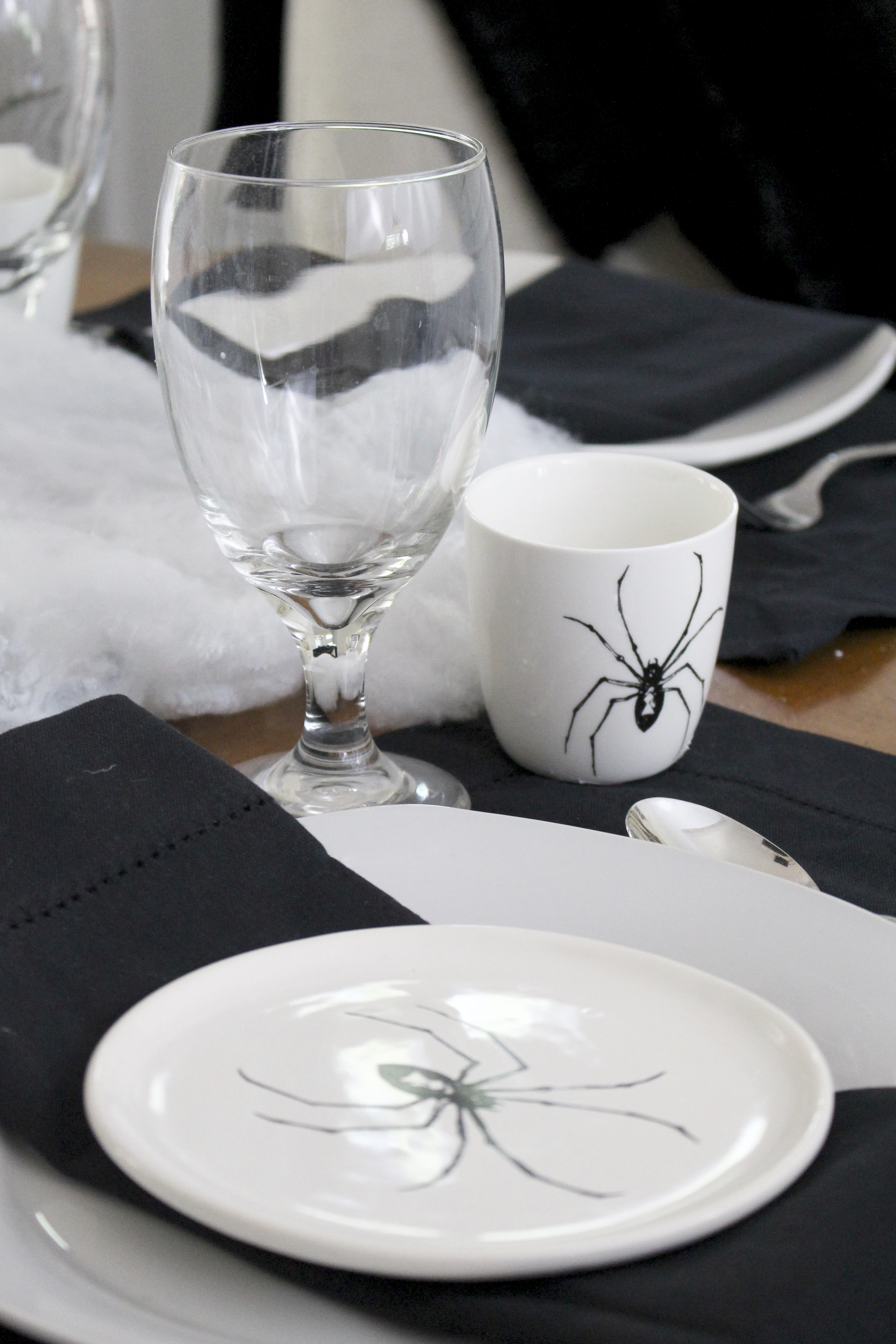 Halloween dining tablescape- At Home- Halloween- table decor- seasonal decorating- black and white Halloween decor- decorating for Halloween