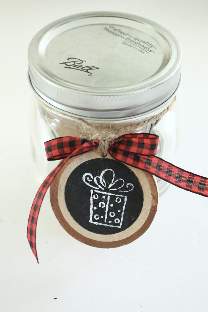 DIY Wood Slice Gift Tags- Holidays- Gift Tags- Wood Slice Craft- Make Your own Gift Tag- Wood Slice Ornaments- Mason Jars- Rubber Stamp Crafts- gift tags- DIY- DIY gift tags- do it yourself project