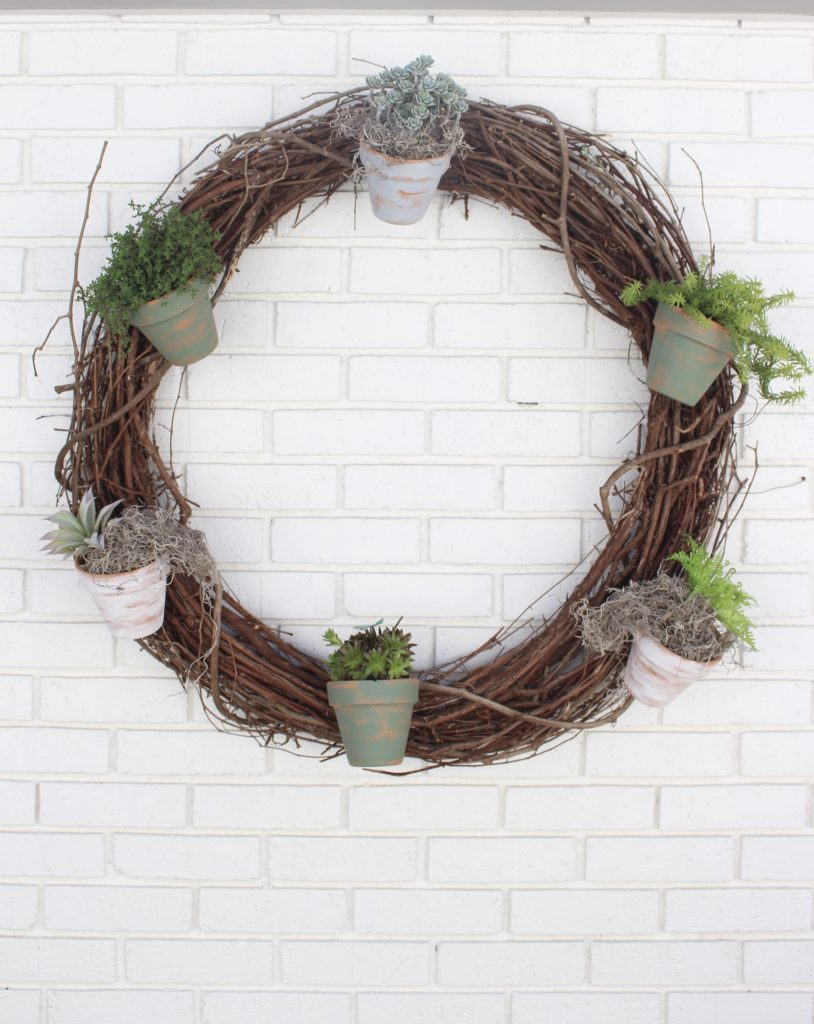 Outdoor succulent garden wreath- living wreath- grapevine wreath- hanging pots- succulents- outdoor- decor-garden- wreath with pots- DIY projects