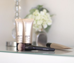 connnietang-connie-tang-fashion-blogger-bareminerals_complexion-rescue-review-new-liquid-gel-foundation-smoothing-face-brush7