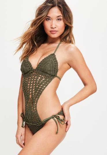 maillot-de-bain-vert-kaki-en-crochet--dcollet-plongeant