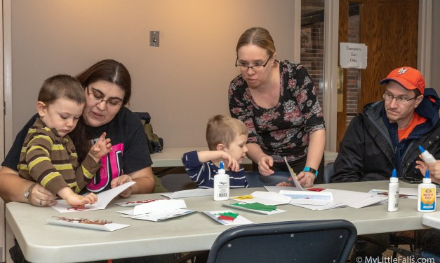 Library hosts kids Christmas Party