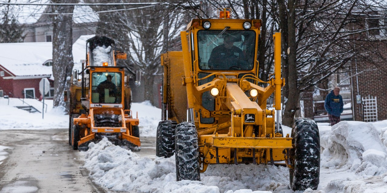 Winter storm system moves towards New York