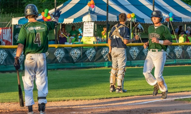 Diamond Dawgs Come On Strong Late, Pick Up Sixth Straight