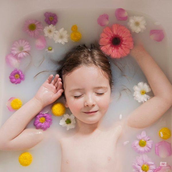 milk bath, milk, flowers, floral, flower, bath, portrait, photography, edinburgh, simply, ruby, my little willings,