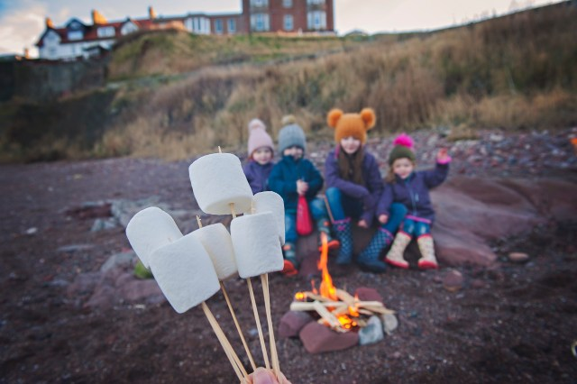 uk days out, uk best beaches, UK getaway, family days out, edinburgh mummy blogger, parent blogger, scottish bloggers toasting marshmallows at the beach, beach camping, campfires at the beach