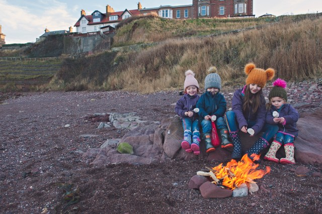 uk days out, uk best beaches, UK getaway, family days out, edinburgh mummy blogger, parent blogger, scottish bloggers toasting marshmallows at the beach