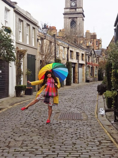 visit scotland, visit edinburgh, historic scotland, this is edinburgh, top places in scotland to visit. Fashion blogger, edinburgh bloggers uk, circus lane edinburgh, rainbow umbrella,