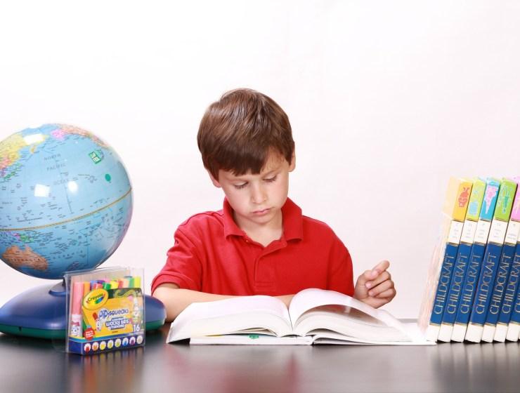 όταν το μεγαλύτερο παιδί διαβάζει