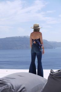 Alba Marina Otero fashion blogger from Mylovelypeople blog shares with you how to style a high waist flare pants with an spadrilles wedges paired with a scarf as a top tied in the back