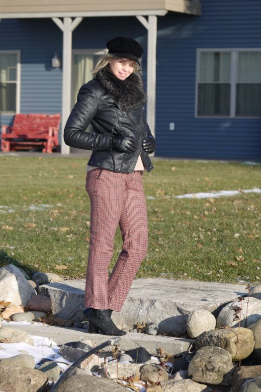 Alba Marina Otero fashion blogger from Mylovelypeople blog shares with you how to style a gingham check trousers for winter