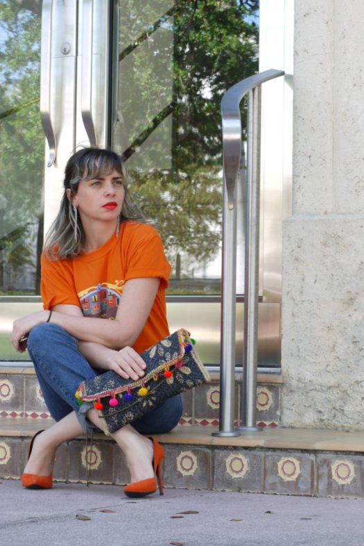 Alba Marina Otero fashion blogger from Mylovelypeople blog shares with you why a basic tee is a must have in our wardrobe adding the perfect accesories