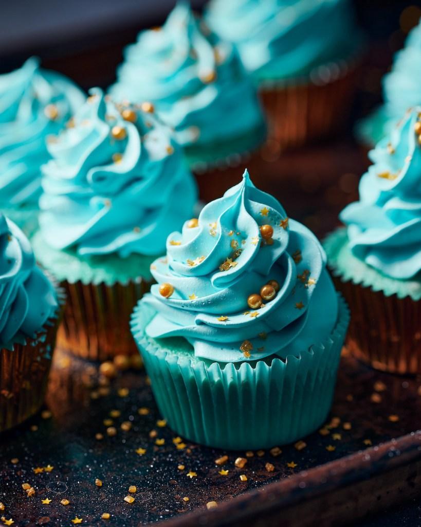gold an blue cup cake close up