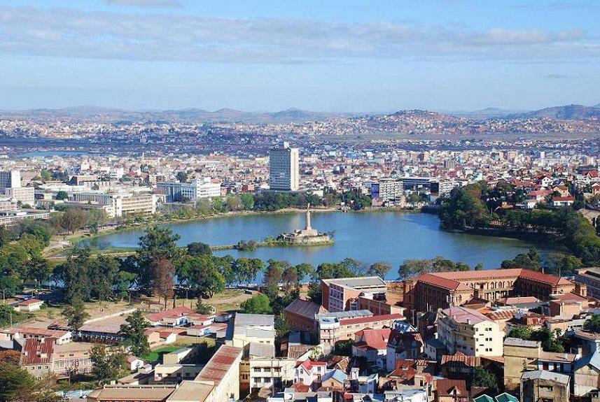 Il centro di Antananarivo con il lago