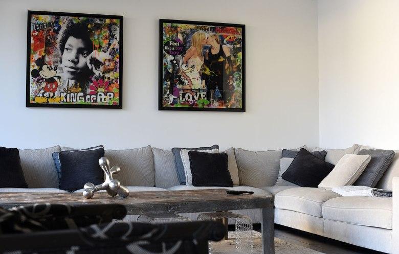 Le coin canapé/tv avec Mickael Jackson, Britney Spears et Madonna by Frédéric CELERIER