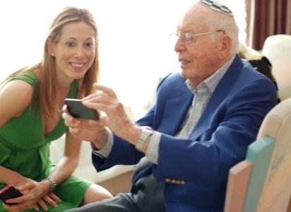 grandpa-iphone