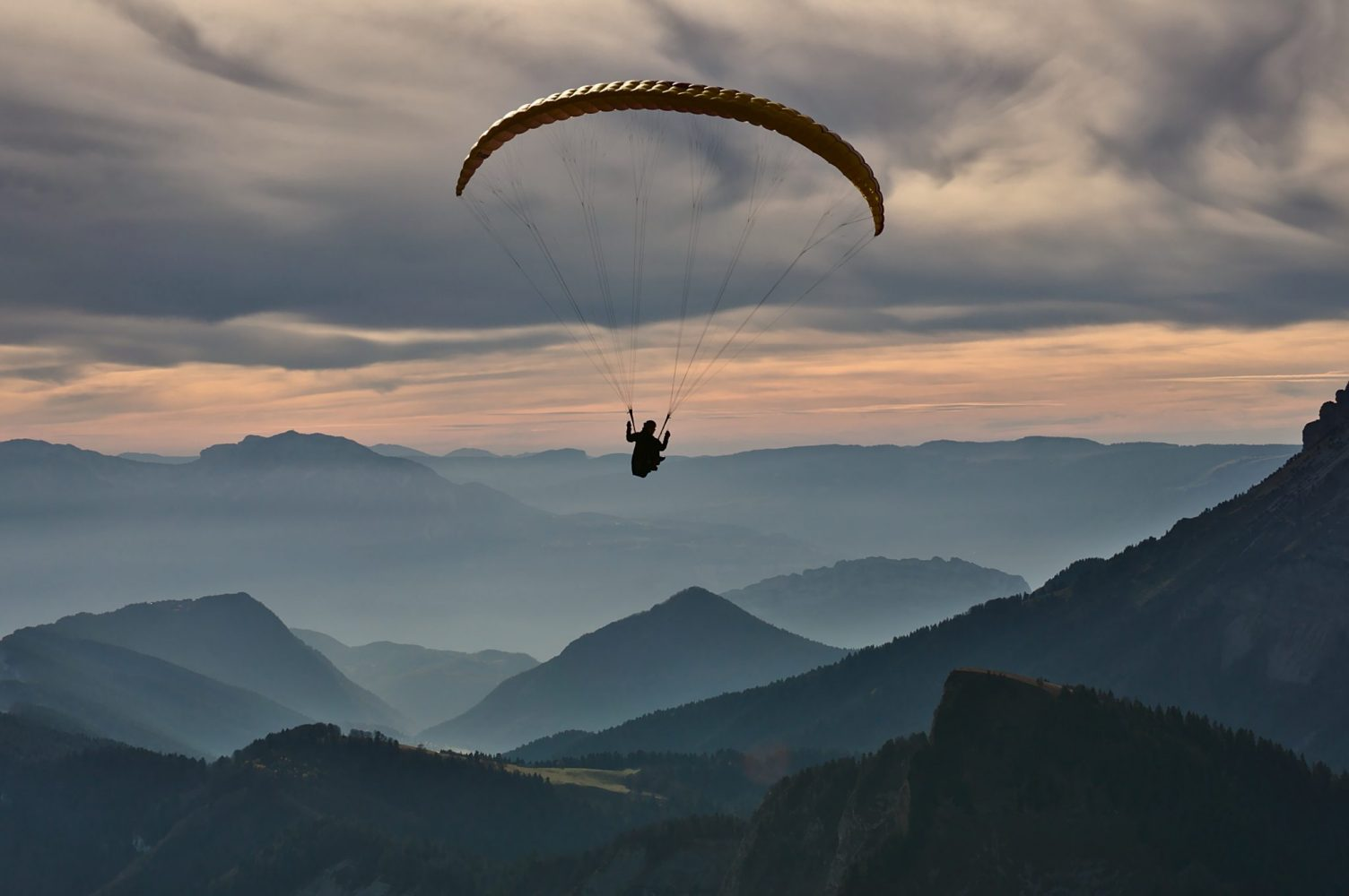 Hang glider https://unsplash.com/photos/Z2yEVIbH-XU