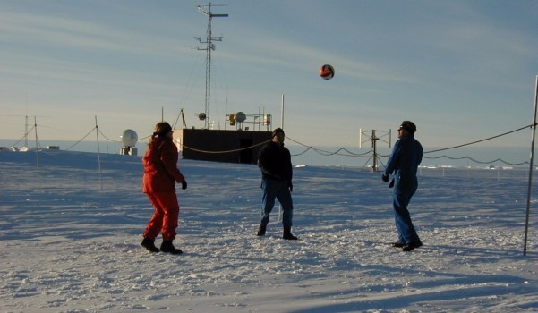 Ice volleyball