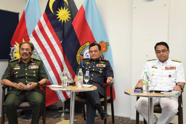 Admiral Tan Sri Mohd Reza bin Mohd Sany and Gen Dato' Sri Ackbal bin Hj Abdul Samad as panelists at the National Resilience College Round Table 2020.