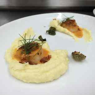 Creamy polenta with a seared scallop