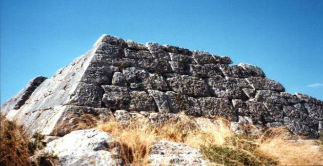 Pyramide_von_Hellinikon